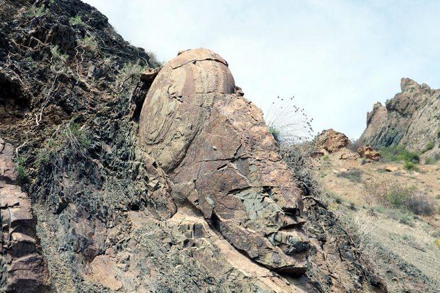 Salyangozu andıran kaya şaşırtıyor