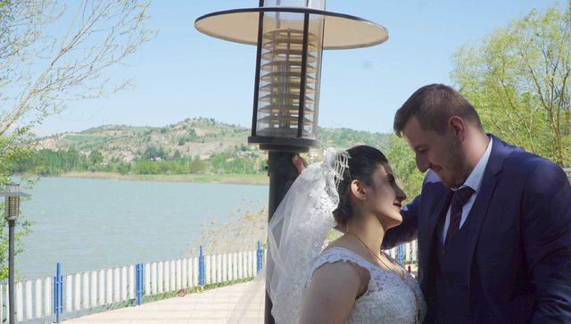Gölbaşı Gölü kıyısı çiftlerin fotoğraf çekim merkezi oldu