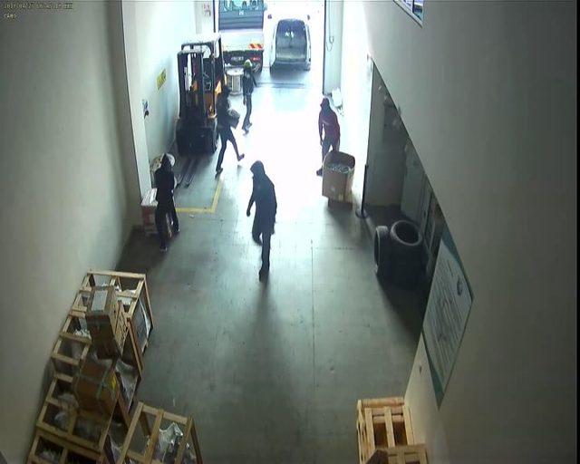 Hırsızların hedefindeki fabrika...