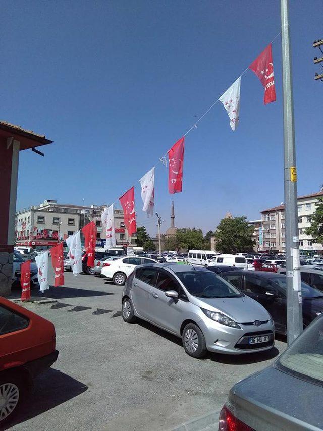 Kayseri'de Saadet Partisi seçim bürosundaki bayraklar indirildi