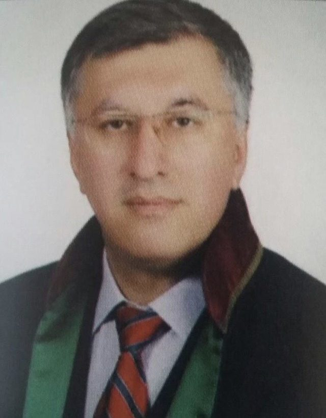 Avukatı, 25 yıl önceki dava yüzünden öldürmüş