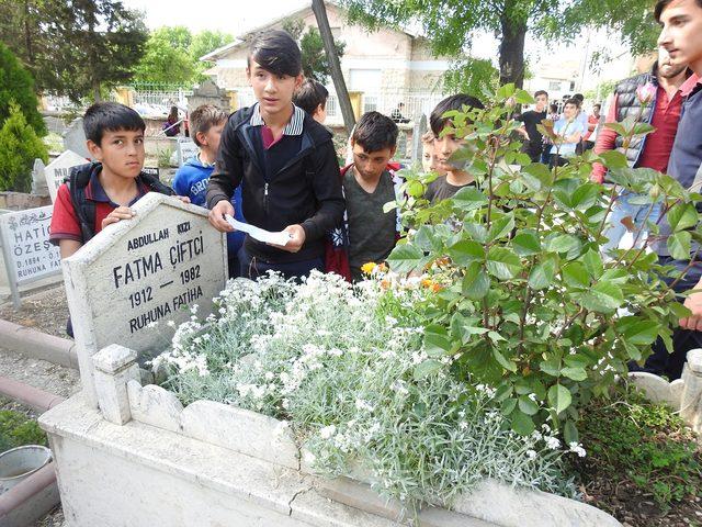 Gizemli kızın görüldüğü mezarlığa akın edenler, polise zor anlar yaşattı (3)