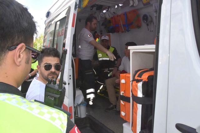 Bakan Eroğlu'nun konvoyunda kaza: 1 öğrenci ve 2 polis yaralı