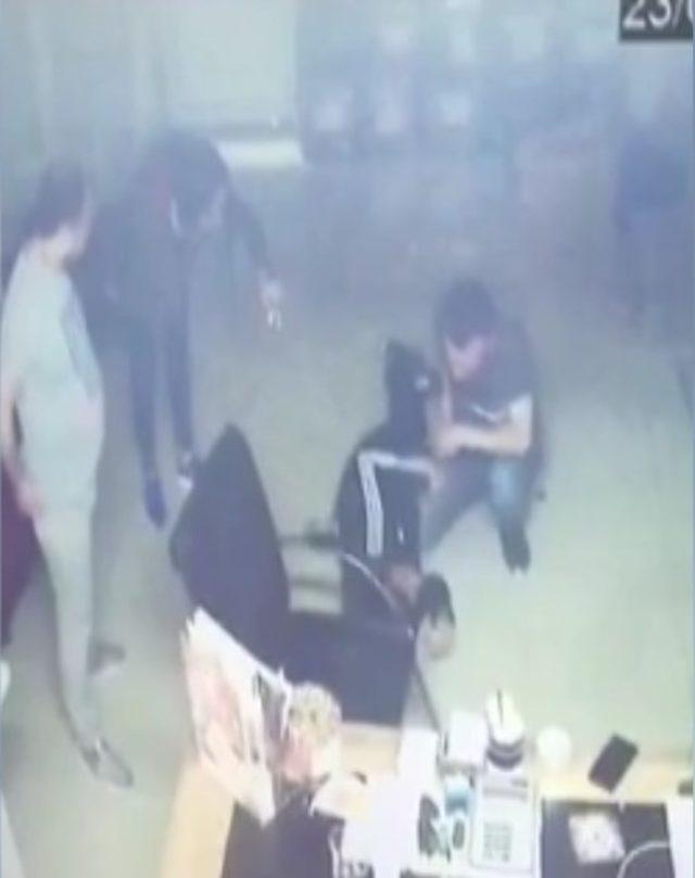 Fatih'te bir kafede dehşet anları kamerada