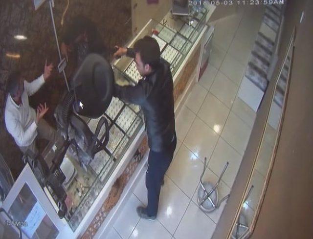 Arnavutköy'deki kuyumcu soygunu kamerada