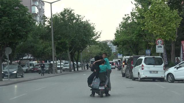 Elektrikli bisiklet üzerinde tehlikeli yolculuk