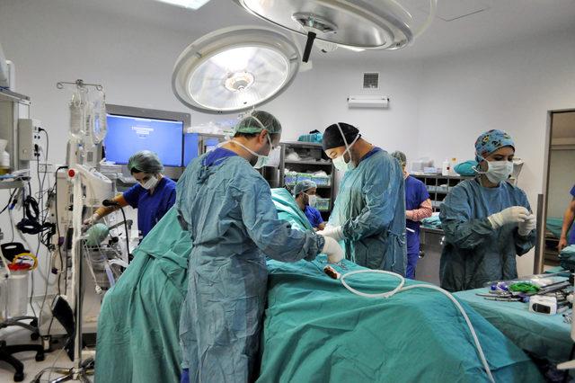 Pankreasındaki kitleden robotik cerrahiyle kurtuldu