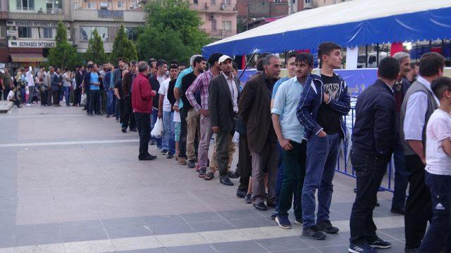 Diyarbakır'da iftar çadırlarına yoğun ilgi