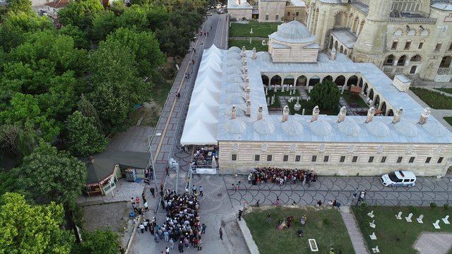 Selimiye'nin gölgesinde ilk iftar <br />