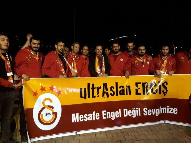 Erciş'te Ultraslan, şampiyonluk maçını dev ekranda izledi