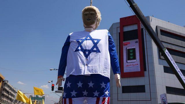 Kudüs yürüyüşünde Trump kuklası ateşe verildi