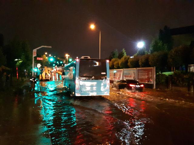 FOTOĞRAF EK//İstanbul'da sağanak yağış ve dolu etkili oldu