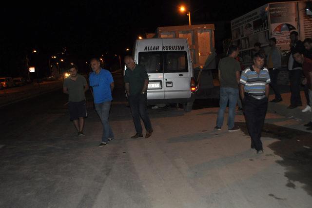 Minibüs, park halindeki kamyona çarptı: 1 ölü, 1 yaralı