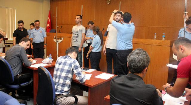 İnfaz koruma memur adayları boy ölçümüne çorapsız girdi