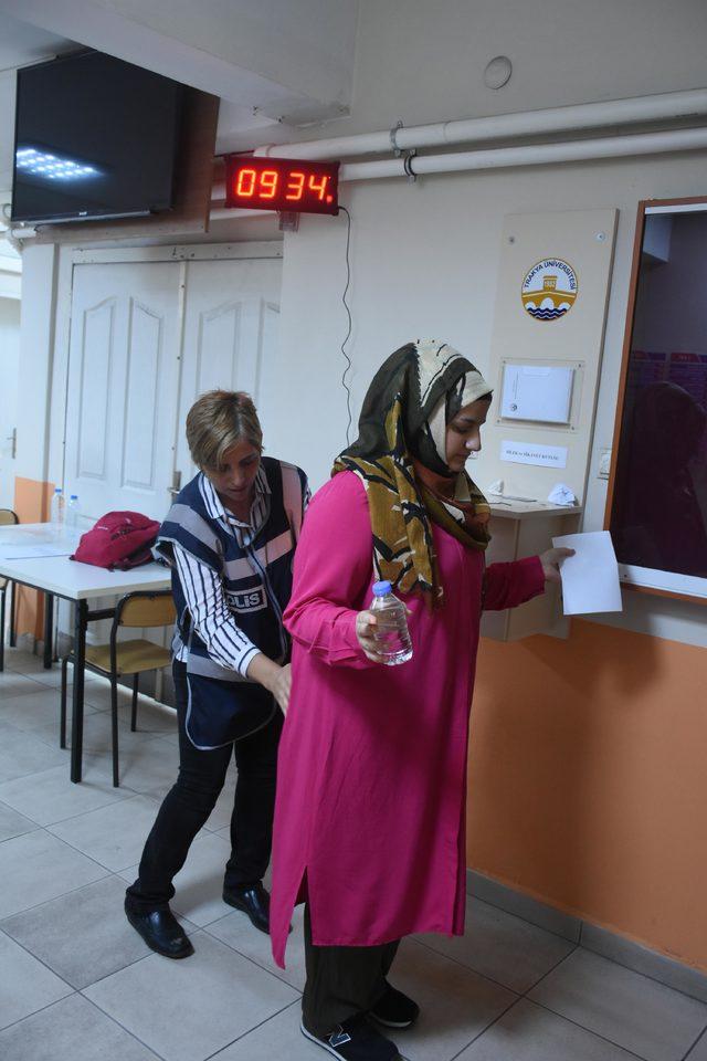 Edirne'de YKS'nin ikinci oturumu başladı, polisten sıkı denetim