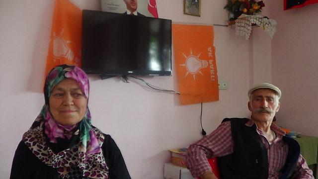 Erdoğan, oy kullanmaya yalın ayak giden çifti Beştepe'de ağırlayacak