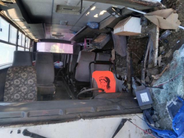 Sivas'ta tarım işcilerini taşıyan midibüs devrildi: 24 yaralı