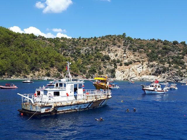 Datça'da resif için Sahil Güvenlik teknesi batırıldı