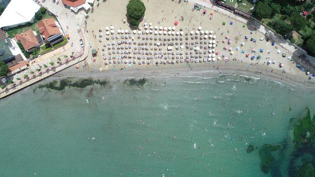 Kandıra sahilleri tatilcilerle doldu