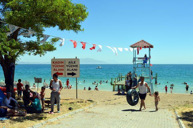 Erciş'te Kadın ve Aile Plajı'nın açılışı yapıldı