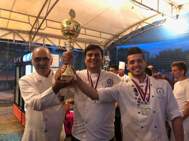 LAÜ 'uluslararası yemek yarışmas' kategorisinde birincilik elde etti