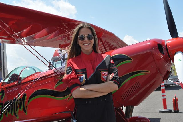 Türkiye'nin ilk kadın akrobasi pilotu Semin Öztürk'ten nefes kesen gösteri