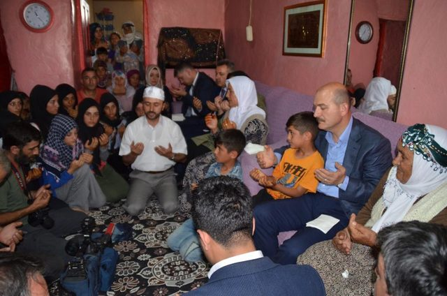 Bakan Soylu, PKK'nın öldürdüğü bakkalın ailesini ziyaret etti