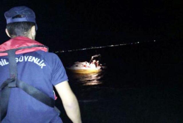 Su alan teknedeki kaçakları Sahil Güvenlik ekipleri kurtardı