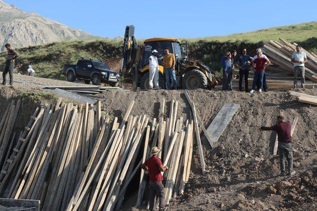 Akdamar Adası'na içme suyu götürme çalışmaları devam ediyor