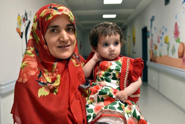 Kalp hastası minik Medine hayata tutundu