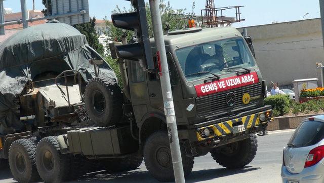Kilis'in Suriye sınırına zırhlı araç sevkiyatı