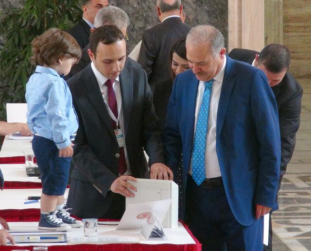 Meclis'te milletvekili kayıtları devam ediyor
