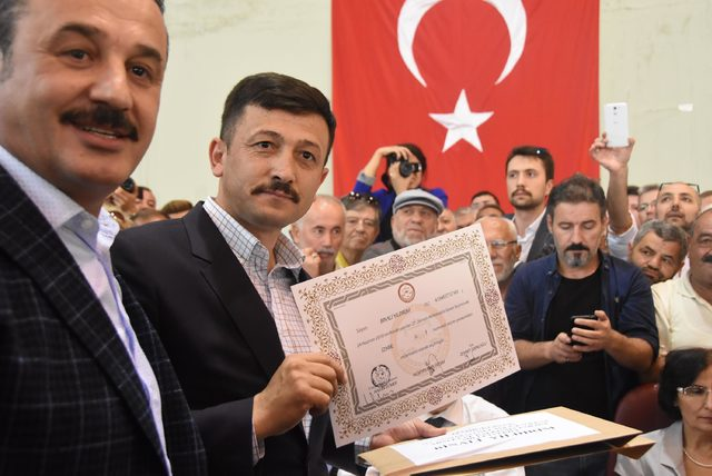 Başbakan Binali Yıldırım'ın mazbatasını Hamza Dağ aldı