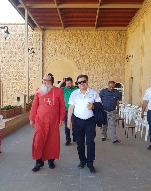 AYM eski Başkanı Kılıç, Mardin'de manastırı ziyaret etti