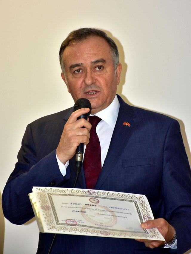 MHP'li Akçay mazbatasını aldı