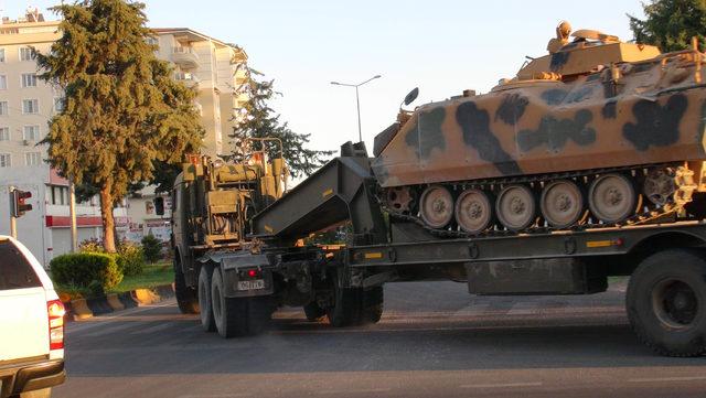 Kilis'ten 10 araçlık askeri konvoy Suriye'ye geçti