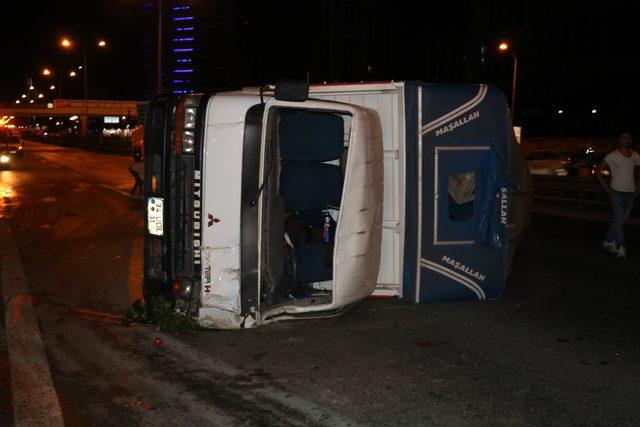 D-100 Karayolu'nda sebze yüklü kamyon devrildi: 2 yaralı