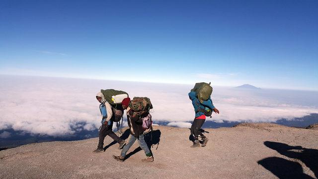 Türk dağcılar, Afrika'nın en yüksek zirvesine tırmandı