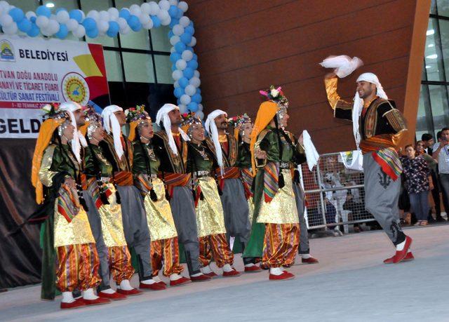 Türkiye'nin renkleri Tatvan'da buluştu