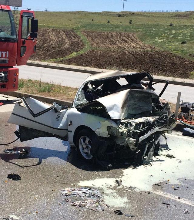 Sivas'ta iki otomobil çarpıştı: 5 ölü, 3 yaralı