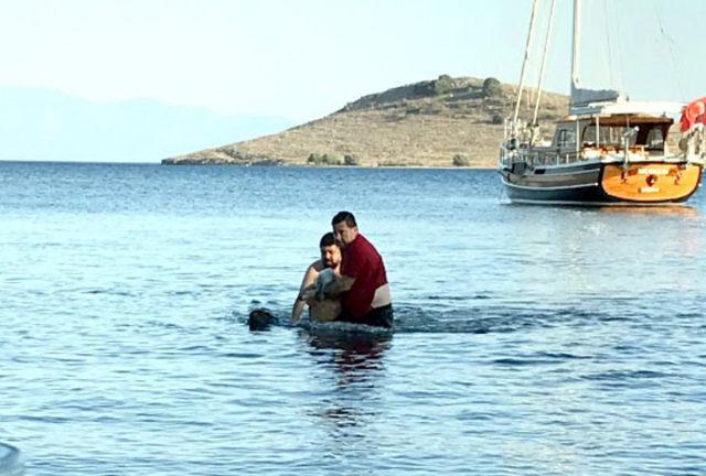 Başkan Kocadon, boğulmak üzere olan kadını kurtardı