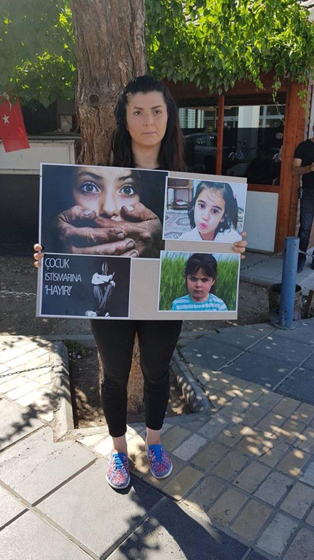 Çocuk istismarına karşı tek kişilik eylem yaptı