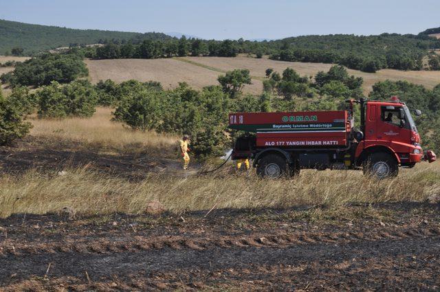 Biçerdöver alev aldı, 1 hektar tarım alanı kül oldu