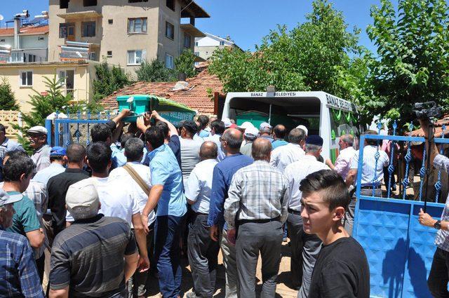 Kaza kurbanı 4 gurbetçi, memleketleri Uşak'ta toprağa verildi