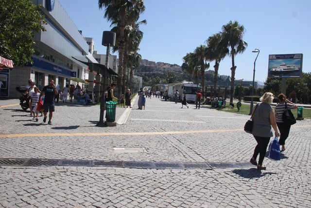 İzmir'de sıcak hava bunalttı