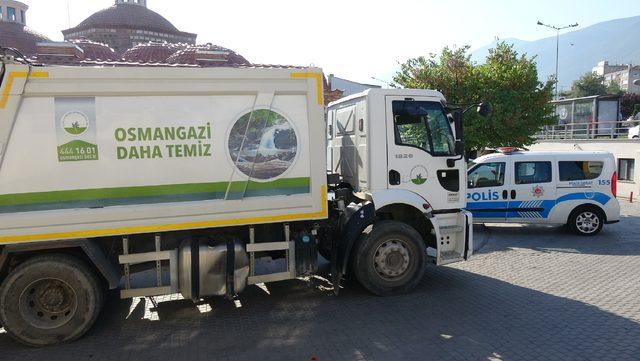 Asgari ücretli temizlik işçisi, çöpten bulduğu 4 bin lirayı polise teslim etti