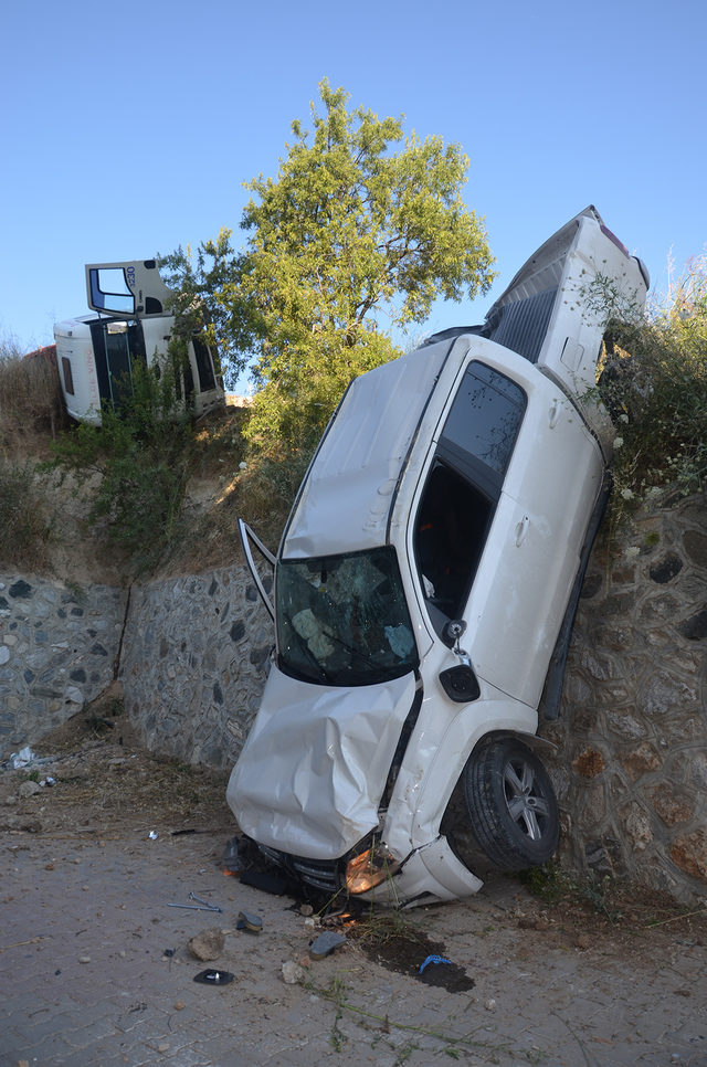 Kayan vinç, iki araca çarptı: 2 yaralı