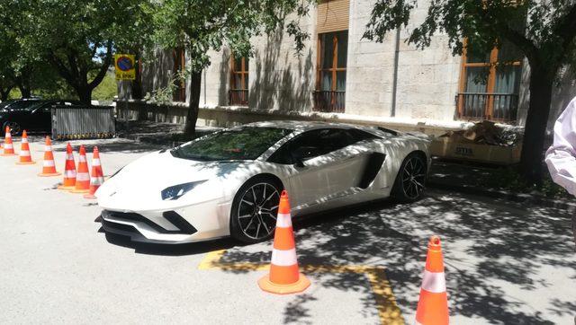 Dünya şampiyonu Sofuoğlu, milletvekili kaydına Lamborghini ile geldi