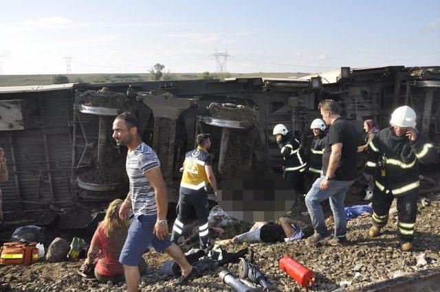 Tekirdağ'da yolcu treninin 6 vagonu devrildi: Ölü ve yaralılar var (3) Yeniden
