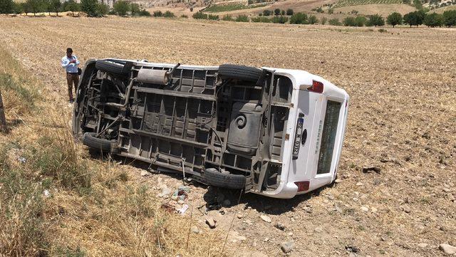 Adıyaman'da minibüs devrildi: 1 ölü, 1 yaralı